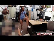 Лесбияночка запхала чупа чупс в пизду