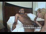 Худую блондинку трахнули большим членом