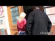 Видеоролики девушки трахаются в клубе