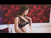 Порно видео муж мастурбирует жене самотыком