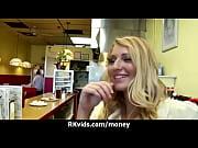 порно видео в жолтенькой маечке