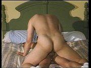 Sexo gay com safados fodendo na cama