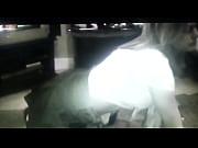 видео поимели шлюшку в машине