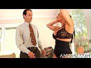секс сексуальной женщины с мальчиком