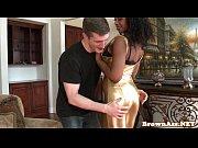 ebony butt babe bounces butt before facial