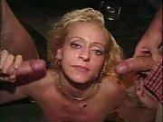 Зрелая русская девушка заставляет лизать киску