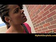 Видео женщины показывают дырки крупно
