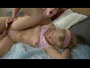 Затащила зятя в кровать порно