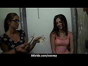 Две зрелые дамы и молодой качок порно