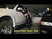 Видео мужик садится на огромный фалоиметатор