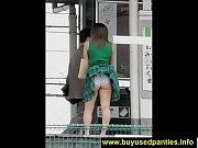 Молодая девушка кончает перед веб камерой крупным планом видео