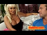 мачеха поняла взгляд пасынка. порно видео