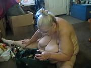 когда девушку лапают за грудь она получает удовольствие