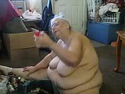 Сын лижет киску мачехе в ваной
