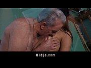 Порно онлайн старый дед и внучка