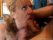 Порно в баре с сиськастой девушкой