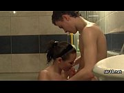 Мужик делает массаж мужику порно