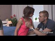 Видео ролик парень трахает девушку в гостях