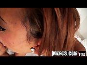 Как девки подмываются перед сном видео