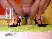 затейливые влюбленные сняли свой частный секс.когда нетерпеливая брюнетка встретила своего хахаля после трудового рабочего дня, она даже забыла предложить ему поужинать, и первым делом влезла ему в штаны рукой. девушка взялась пальцами за очень привычный<!--ru-->