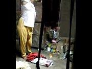 Англичанка ссыт парню в рот-видео