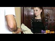 Парень трахает мамашу девушки раком а девушка лижет ему яицы