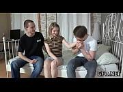 Толпа негров трахают двух русских студентов видео