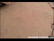 Видео с загорелой молодой блондинкой