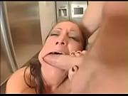 Порно видео мужчина ласкает женскую грудь