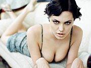Порно фильм русское женщины заставляют мужшин лезать