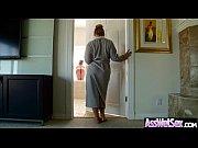 Парни задирают юбки у девушек видео