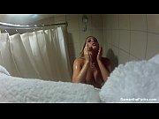 Девушке налливают воду в живот видео