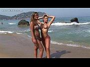 Видео как девушки показывают сиски