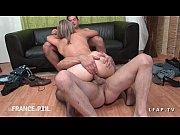 Подружка сделала своей подружка порно массаж