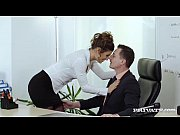 Порно тетя соблазняет младшего племянника видео