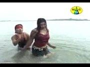 Зрелые и молодые занимаются сексом видео