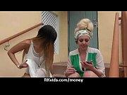 Смотреть видео как из молодой девушки делают лиьбиянкусссссс