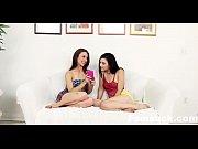 Порно девушка в палатенце ебется с девушкой