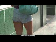 Девушка в облегающем эротическом платье