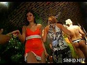 Девушки показывают свое голое тело на видео