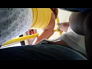 Молодая девушка стриптиз на пляже видео