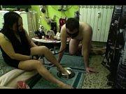 Лесбиянка утешает свою подружку