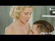 Брюнетка с большой грудью в попу видео