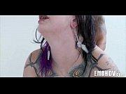 Видео где две девушки целуются в засоос и занимаются сексом
