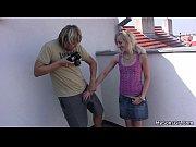 Голая девушка показывает парню свои сиськи