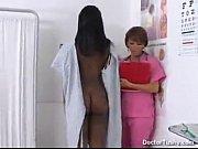 Порно видео огромный дилдо уперся в живот