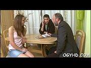 Русская грудастая мама дала мужу и лижет у дочке видео