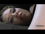 Порно молодая кросотка учиться у зрелой дамочки