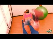 Девушка дрожит во время порно видео