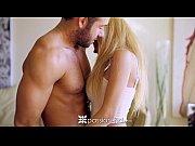Порно с красивой и грудастой блондинкой